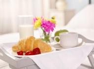 Trucs et astuces pour un petit-déjeuner au lit réussi