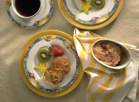 Muffins au son et aux bananes, avec beurre aux fraises