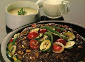 Anneau au boeuf avec légumes d'automne et sauce au fromage