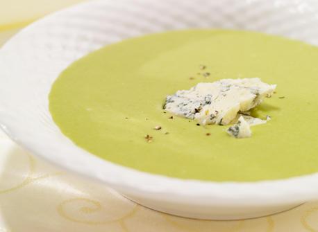 Crème de poireau sur fond bleu et vert Recette