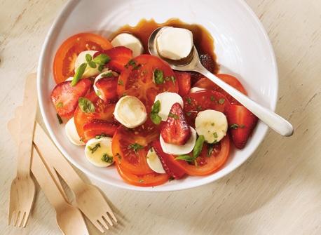 Salade au Bocconcini, aux tomates et aux fraises  Recette