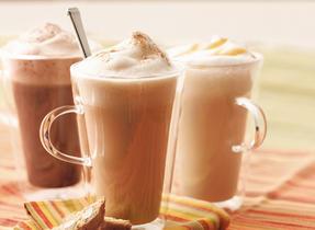 Lait chaud au caramel-vanille