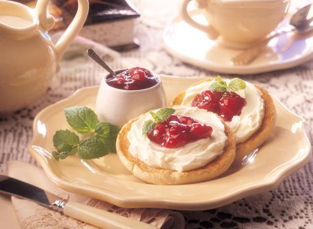 muffins anglais au fromage la cr me et aux cerises recette plaisirs laitiers. Black Bedroom Furniture Sets. Home Design Ideas