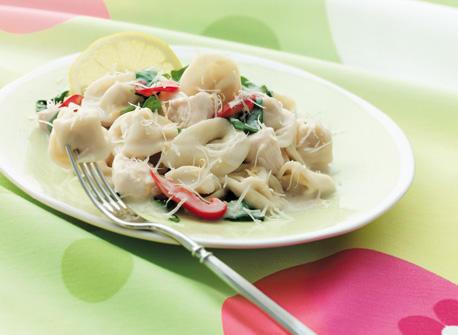 tortellini au poulet et aux pinards frais recette plaisirs laitiers. Black Bedroom Furniture Sets. Home Design Ideas