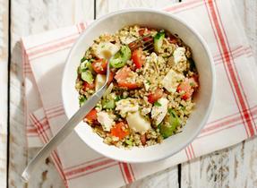 Salade de boulgour, poulet, fromage Suisse et légumes