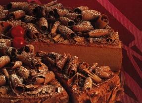 Gâteau au fromage au chocolat, au rhum et aux raisins