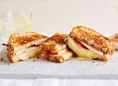 Grilled cheese au beurre de pommes à la cannelle  Recette