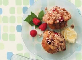 Muffins aux framboises avec croustillant à la cannelle
