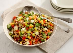 Salade de maïs, okras et doliques à œil noir