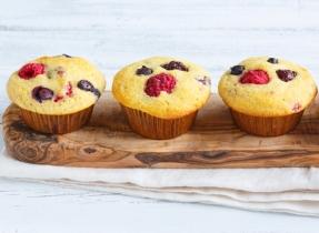 Muffins à la semoule de maïs et aux petits fruits