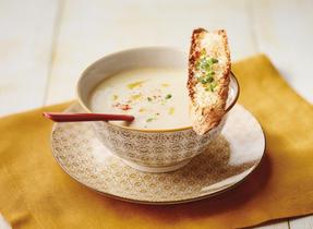 Crème à l'oignon et crostinis au fromage