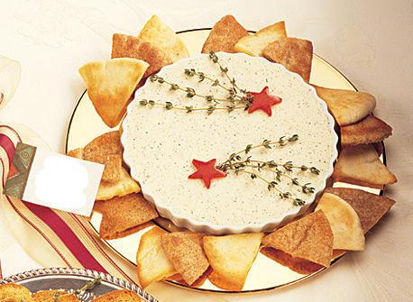 Tartinade au fromage crémeux aux fines herbes avec croustilles de pita à l'ail Recette
