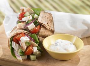 Roulés à la grecque aux légumes, poulet et fromage