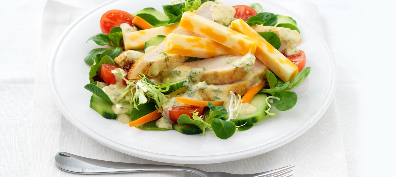 salade verte au poulet grill et au fromage suisse vinaigrette au cari recette plaisirs laitiers. Black Bedroom Furniture Sets. Home Design Ideas