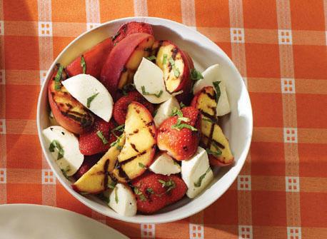 Salade de fruits grillés au Bocconcini et à la menthe Recette