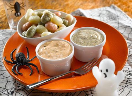 vers avec trempette gluante de l 39 halloween recette plaisirs laitiers. Black Bedroom Furniture Sets. Home Design Ideas