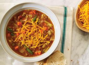 Soupe consistante aux lentilles, au pesto et au Colby