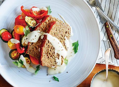 Pain de viande et légumes rôtis nappés de sauce au fromage Recette