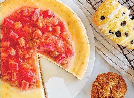 Gâteau au Mascarpone et au chocolat blanc nappé d'une sauce à la rhubarbe Recette