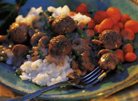 Boulettes de viande en sauce cr meuse aux champignons recette plaisirs laitiers - Boulette de viande en sauce ...