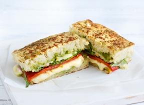 Sandwich au fromage fondant à la méditerranéenne