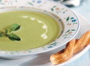 Soupe aux pois verts et au babeurre à la menthe