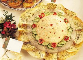 Feta moulée et tomates séchées avec tortillas croustillants