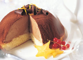 Bombe glacée au fromage à la crème et au chocolat, parfumée à l'orange