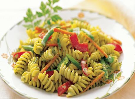 Salade de p tes avec vinaigrette cr meuse aux herbes recette plaisirs laitiers - Portion pates par personne ...