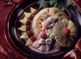 Salade de poulet polynésienne en melon