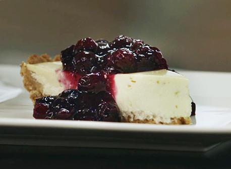 gâteau au fromage quark et au yogourt garni de confiture de