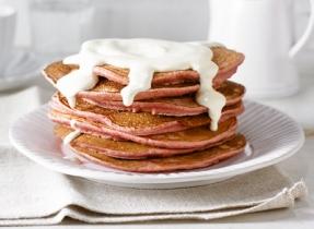 Pancakes « red velvet », garniture au fromage à la crème