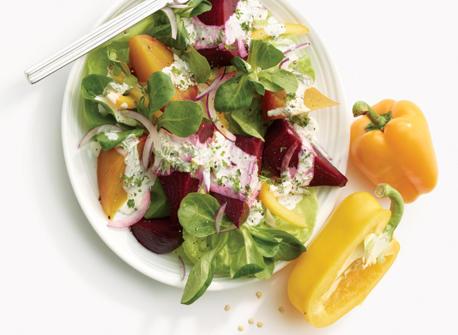 Salades aux betteraves avec vinaigrette crémeuse aux herbes Recette