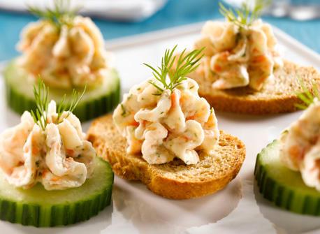 Canap s la mousse de saumon fum recette plaisirs laitiers for Hors d oeuvre avec saumon fume