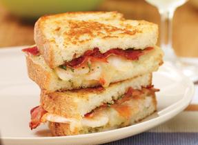 Sandwich au fromage fondant aux crevettes épicées