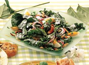 Salade d'épinards avec vinaigrette au fromage bleu