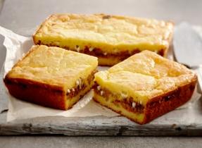 Pain de maïs farci en sandwich