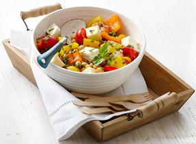 Salade de tomates, de fromage et de pois chiches