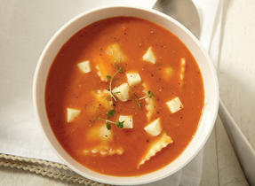 Soupe aux tomates, aux ravioli et à l'Havarti