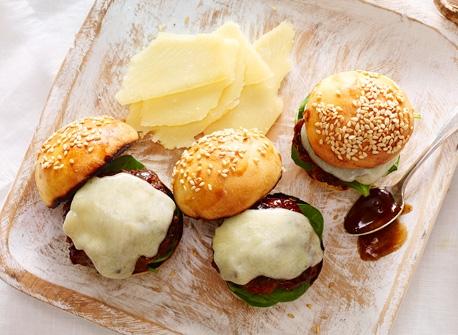 Mini-hamburgers de veau garnis de Cheddar extra fort Recette