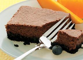 Carrés de gâteau au fromage chocolaté