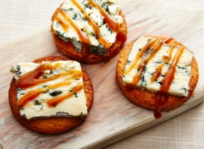 Biscuits caramélisés au fromage bleu