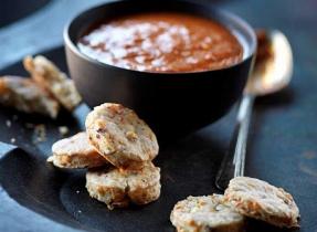 Biscuits sablés au Cheddar Courtenay et aux noisettes