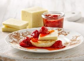 Confiture de fraises avec Havarti canadien