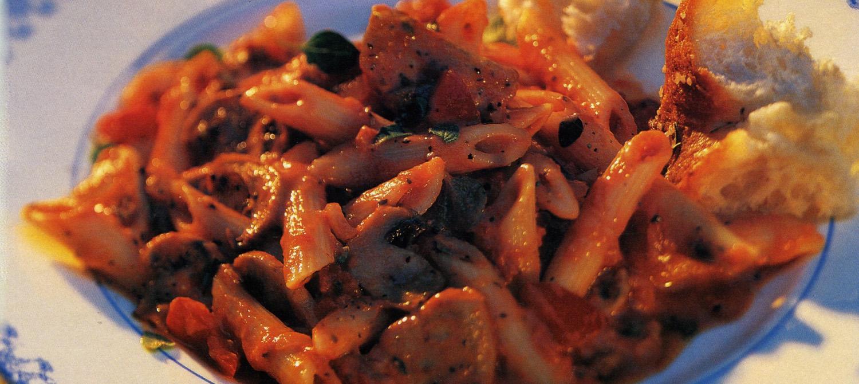 filet de porc et p 226 tes en sauce tomate et poivrons rouges recette plaisirs laitiers