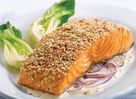 Filets de saumon, croûte de sésame et sauce aux oignons rouges et au gingembre Recette