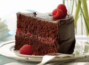 Gâteau célébration au chocolat et aux framboises