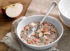 Gruau de quinoa aux pommes et à la cannelle
