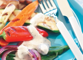 Légumes grillés et sauce aux herbes