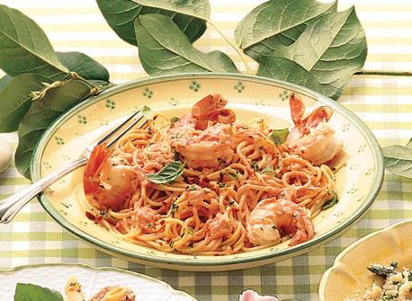 Linguine aux crevettes à la sauce tomate crémeuse Recette
